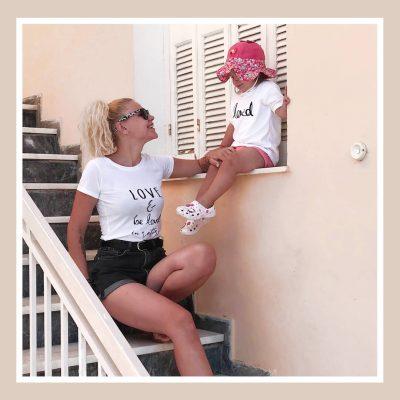 Μπλουζάκια για μαμά και κόρη με αισιόδοξο μήνυμα